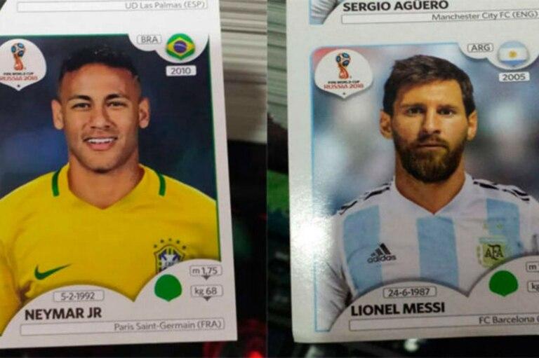 Así son las figuritas de Messi y Neymar en el álbum del Mundial. Abajo de la bandera del país aparece el año del debut en la selección mayor