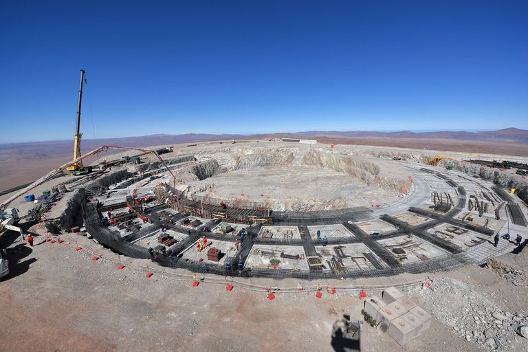 La imagen muestra la cimentación del telescopio extremadamente grande (ELT) en Atacama (Chile). Una vez completado, será el mayor telescopio terrestre en funcionamiento y 3.400 toneladas de peso