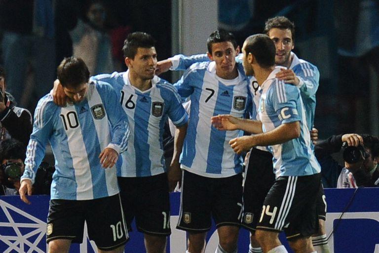 Lionel Messi, Sergio Aguero, Angel di Maria, Gonzalo Higuain yr Javier Mascherano festejan un gol frente a Costa Rica en la Copa América 2011