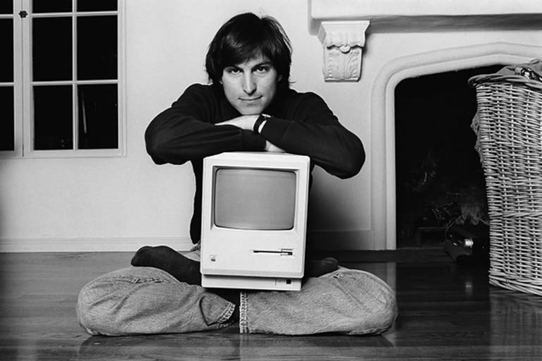 El 24 de enero de 1984 sale a la venta en EE.UU. la primera computadora Apple Macintosh