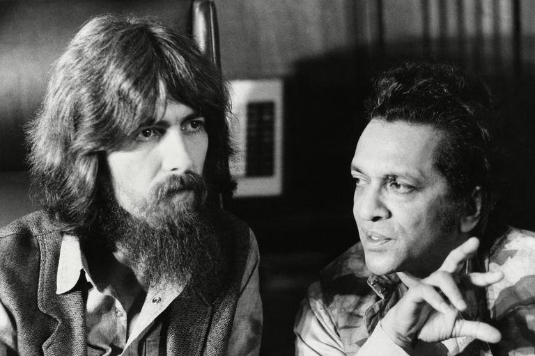 George Harrison y Ravi Shankar, en una de las escenas de la serie documental 1971, el año en que la música lo cambió todo