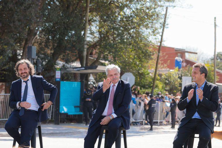 El jefe de Gabinete, Santiago Cafiero, el presidente, Alberto Fernández, y el presidente de la Cámara de Diputados, Sergio Massa