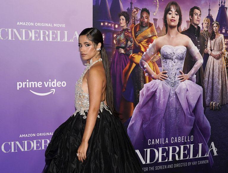"""Los looks """"Cenicienta"""" de Camila Cabello, la cita de Adele con su novio y Mila Kunis en un rodaje"""