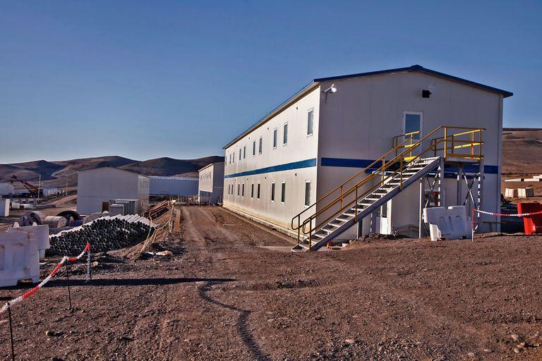 Obrador y viviendas en el sitio de construcción de la represa Cóndor Cliff
