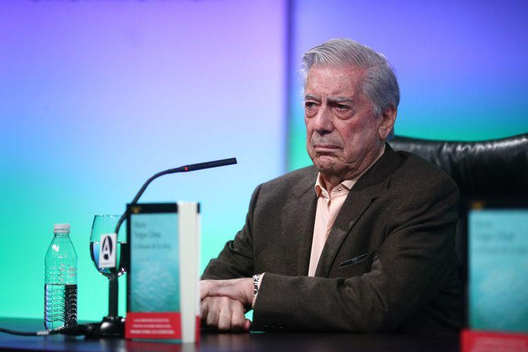 Vargas Llosa polemizó con López Obrador por los indígenas mexicanos