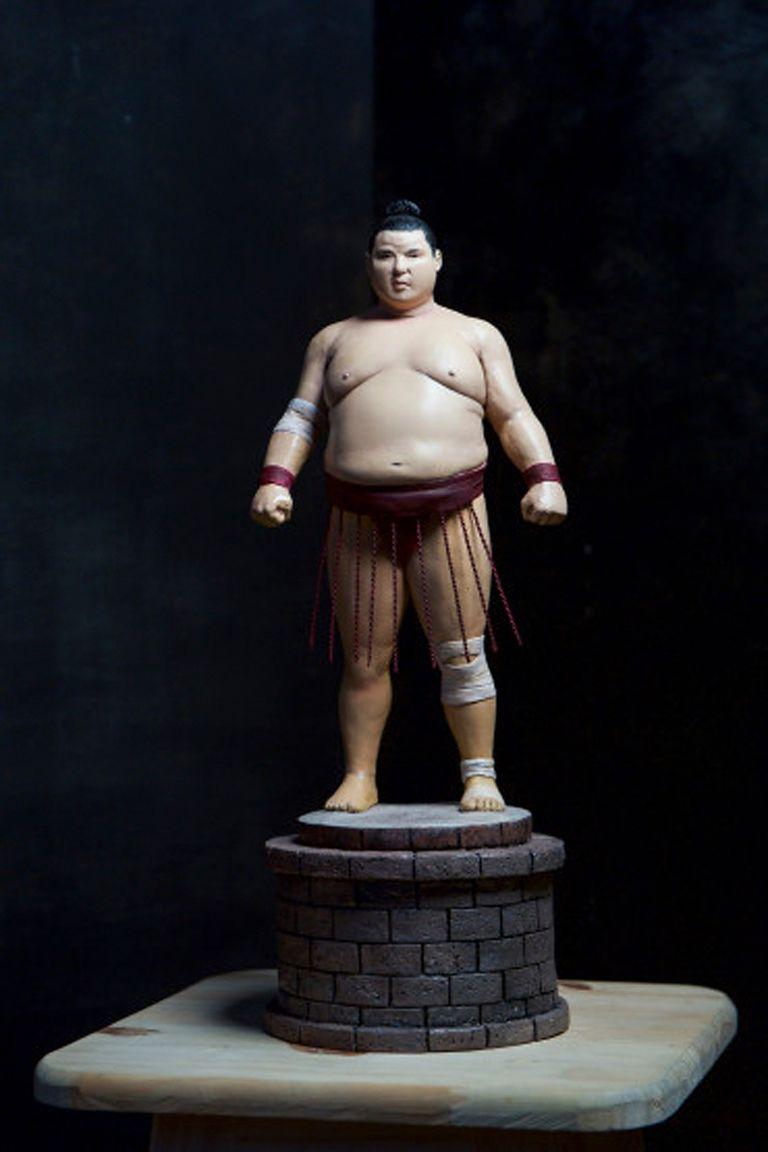 """""""Sumo"""", escultura en masilla epoxi de sumo Jorge Efren Silva"""