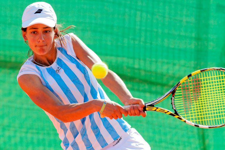 Carlé ya ganó dos títulos profesionales, en San Lorenzo y en Brasil. La tenista formada en Tandil transita su último año como junior y se despedirá en los Juegos; sueña con varias medallas