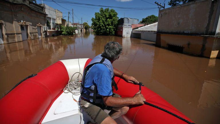 En Concordia comenzó a bajar el río Uruguay