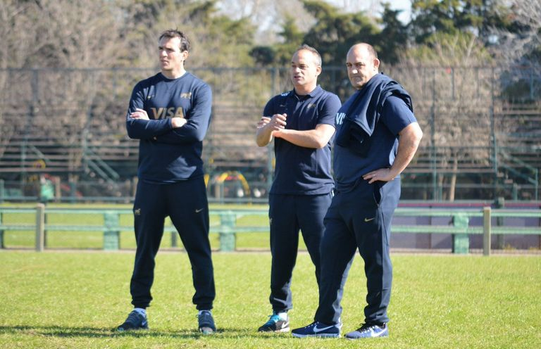 Pablo Bouza, Nicolás Fernández Miranda y Mario Ledesma, miembros del cuerpo técnico de los Pumas.