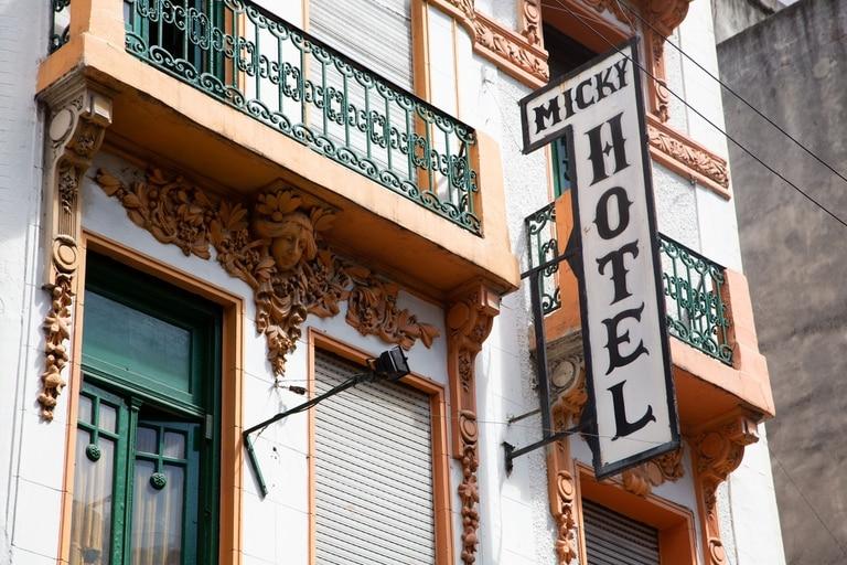 El bajista Jorge Pasquali decidió pasar sus últimos días de vida en el Micky hotel; Javier Martinez de Manal, Luis Salinas y hasta Cacho Castaña eran habitués