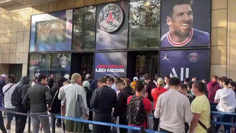 Locos por el rosarino: largas filas para comprar la camiseta de Messi en la tienda de PSG