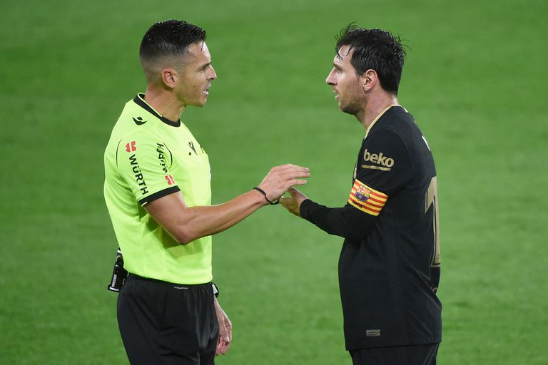 Lionel Messi se quejó ante el árbitro por la expulsión de Clement Lenglet