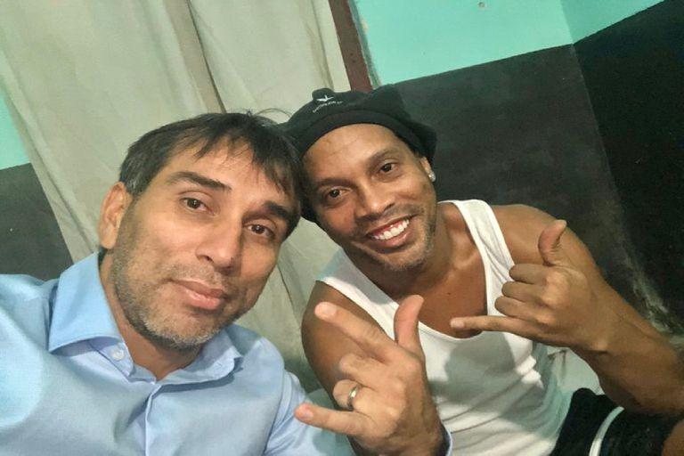 Kaká y Pipino Cuevas hablaron de los tristes días de Ronaldinho en la cárcel