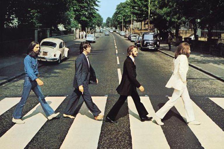 El 8 de agosto de 1969 los cuatro músicos se acercaron al estudio que pasaría a llamarse Abbey Road en 1970