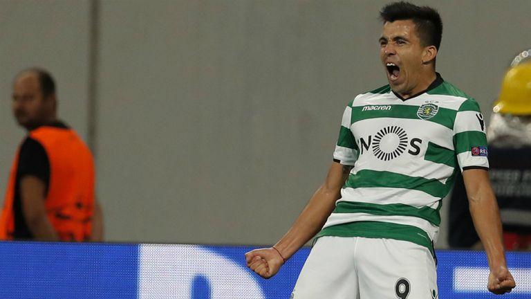 Marcos Acuña celebra su primer gol en la Champions League, para Sporting de Lisboa