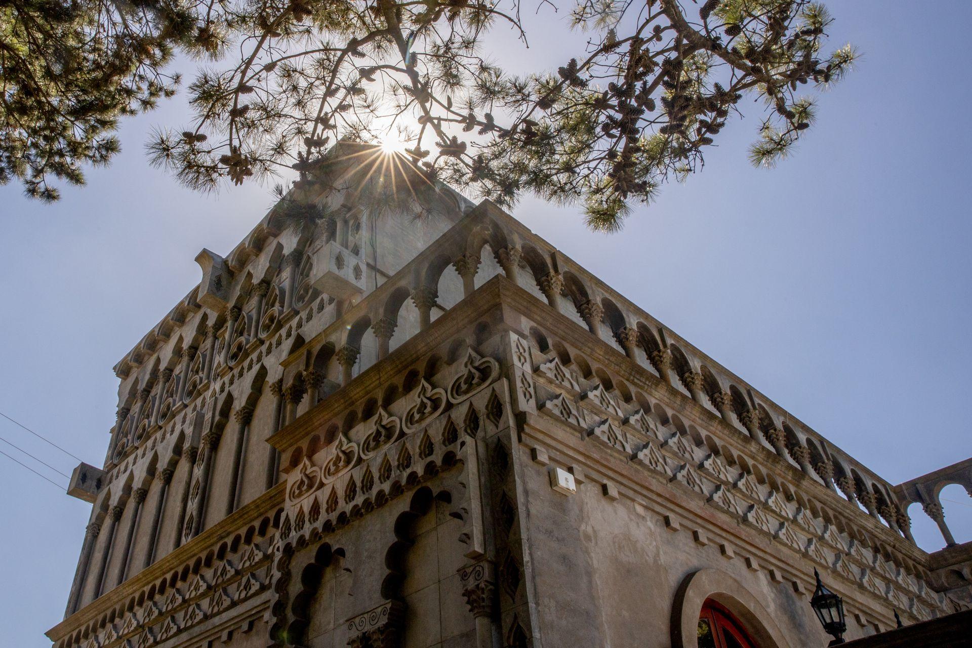 El Palacio Augusto. Su estructura está repleta de detalles hechos a mano