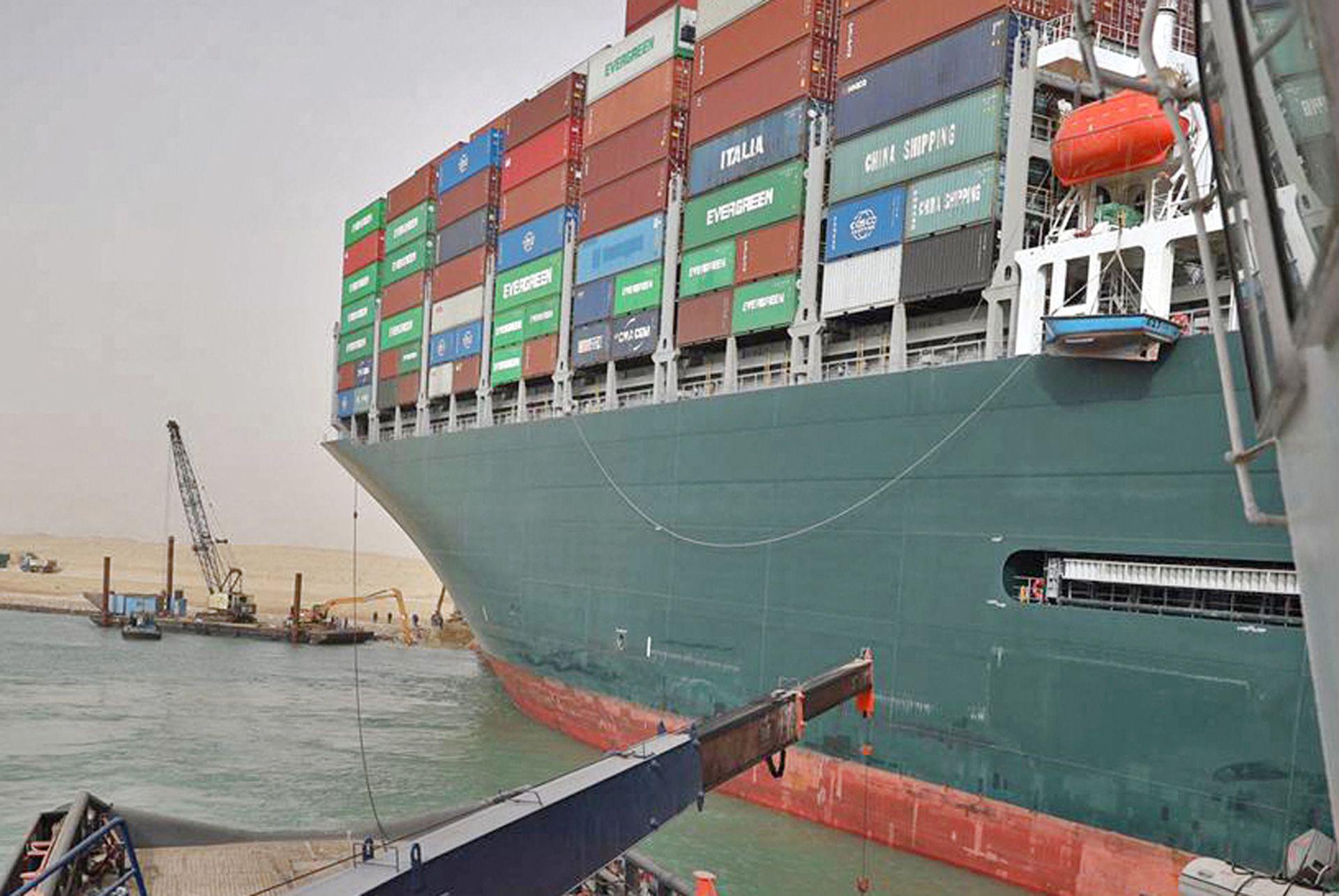 Los 25 miembros de la tripulación están a salvo. No hay contaminación ni daños en la carga del buque, con capacidad para más 20.000 contenedores