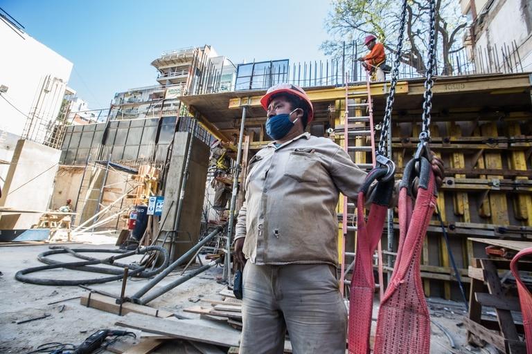 Obras en construccion Caballito propiedades torres obreros albanil vista trabajo herramientas inmuebles casco inmobiliaria edificio