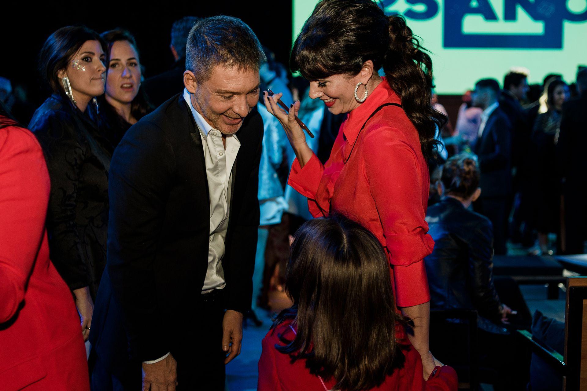 Suar, Siciliani y la hija de ambos, Margarita, muy divertidos