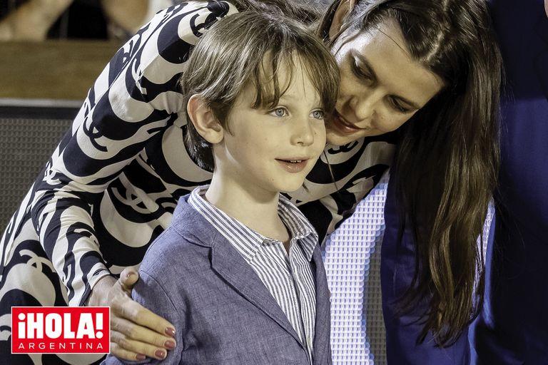 Raphaël sorprendió a todos al mostrarse independiente de su madre y su abuela