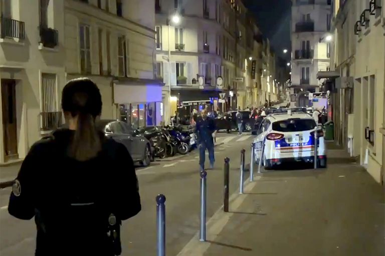 París: un auto se estrelló contra un restaurante y dejó varios heridos