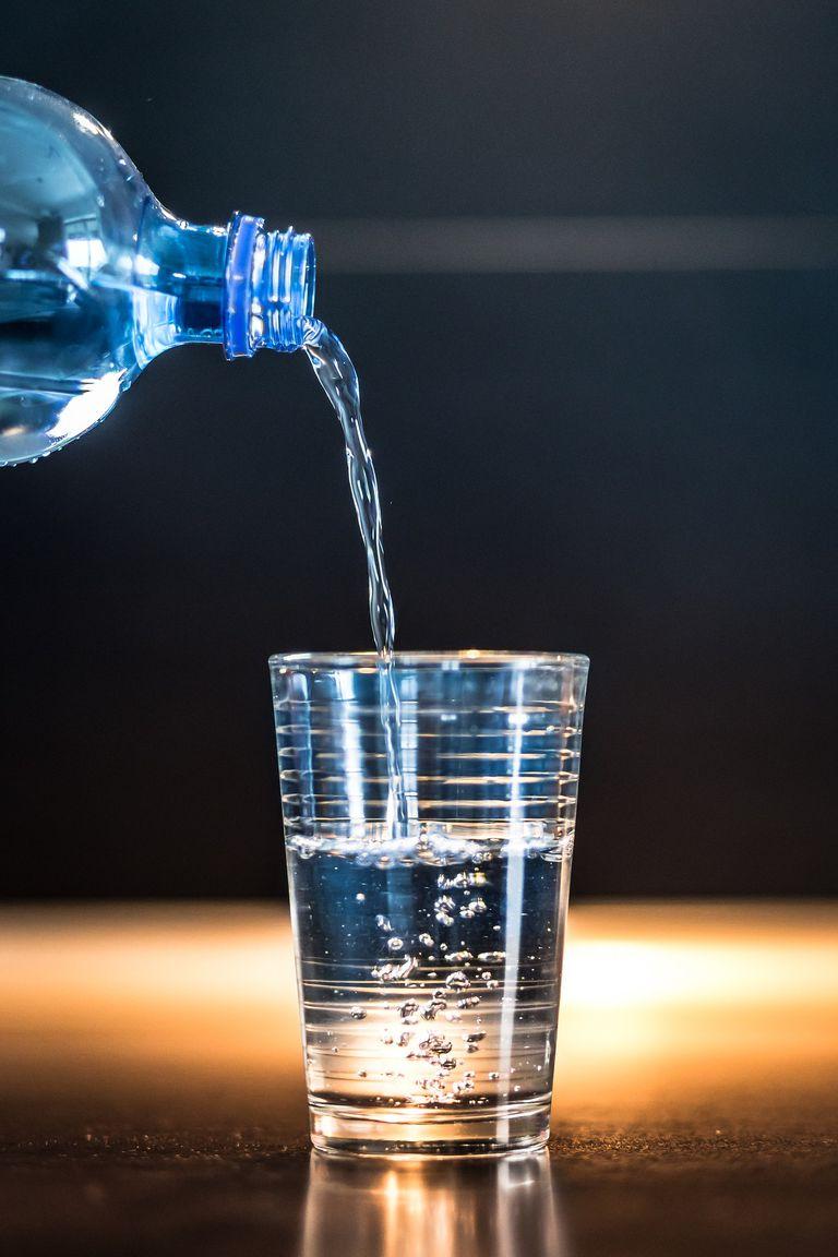Hay que beber dos vasos por comida, ocho diarios diarios