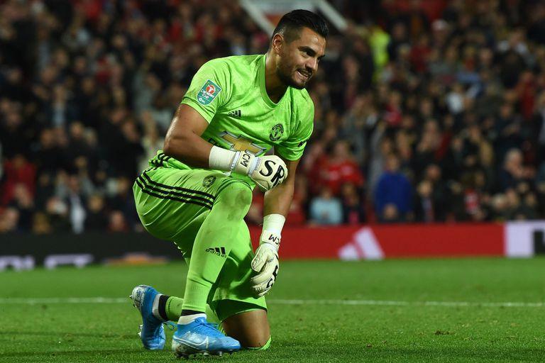 Héroe otra vez: Romero atajó un penal en la ajustada victoria de Manchester United
