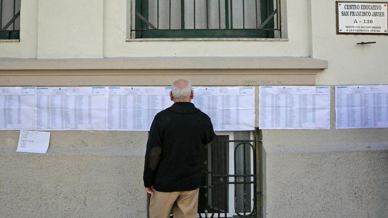 El Gobierno admitió que no hay un protocolo para que voten quienes tengan Covid