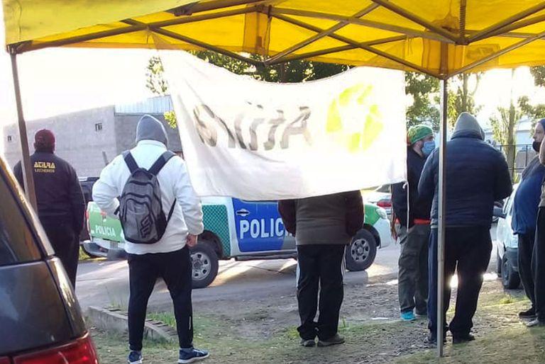 Tensión en Suipacha: denuncian que el gremio lechero tomó una fábrica
