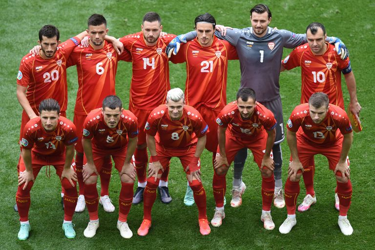 El seleccionado de Macedonia del Norte formado para la foto antes de jugar con Ucrania