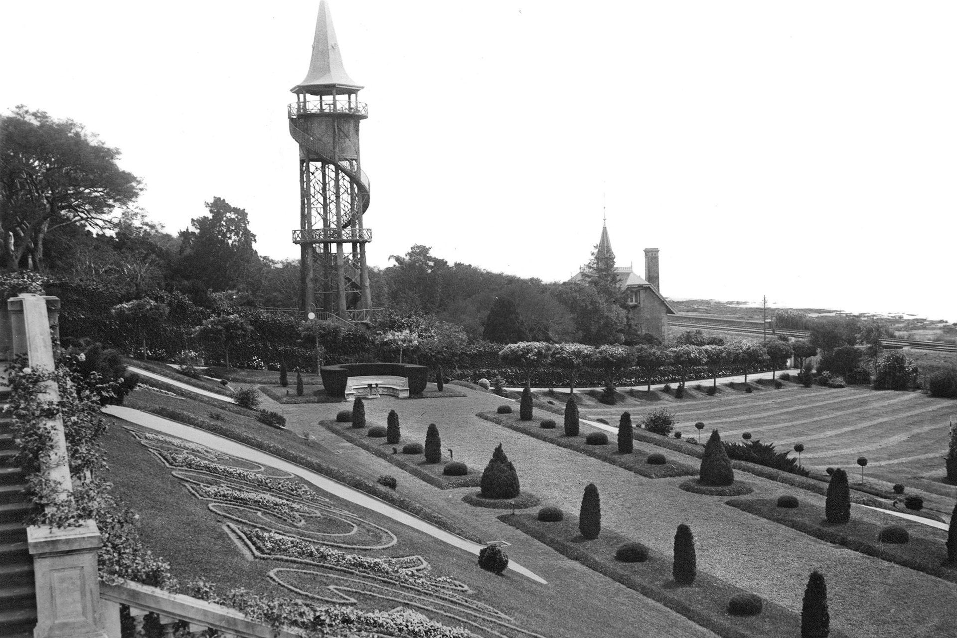 Vista desde el parque de La Lucila. La torre que se aprecia es parte de la quinta Rioland, que estaba al lado.