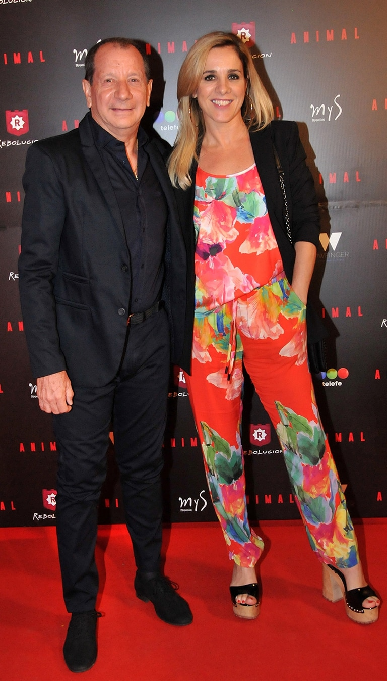 El productor Carlos Mentasti, junto a su pareja, la actriz Viviana Puerta