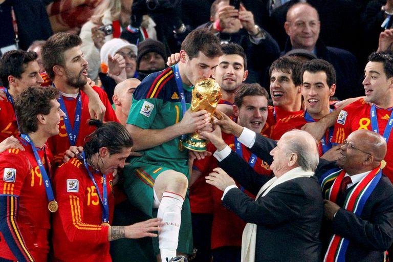 Casillas: el retiro de un grande, de los campos de tierra a campeón del mundo