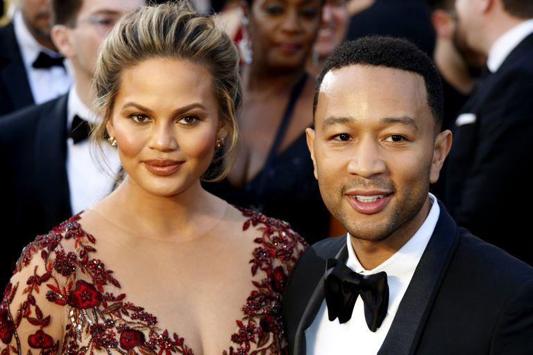 Tristes. Chrissy Teigen y John Legend están el shock por la pérdida de su tercer embarazo