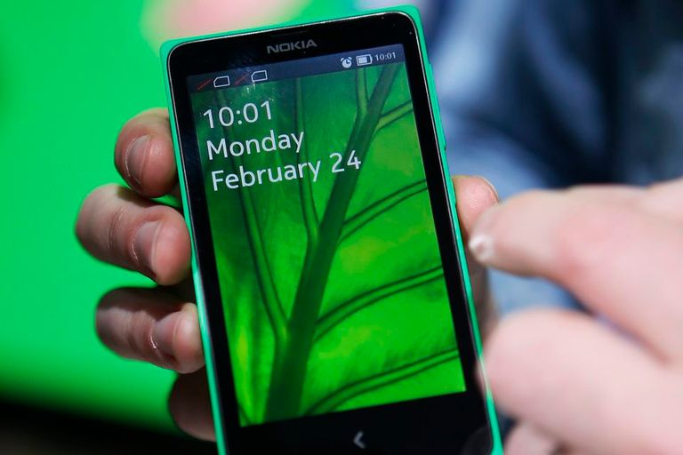Una vista del Nokia X, el teléfono móvil que utiliza una versión modificada de Android