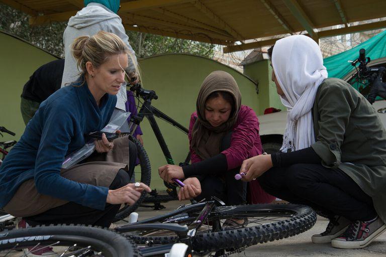 Como activista, Ganin empezó a trabajar en Afganistán en 2008; es muy crítica de la retirada de las tropas estadounidenses