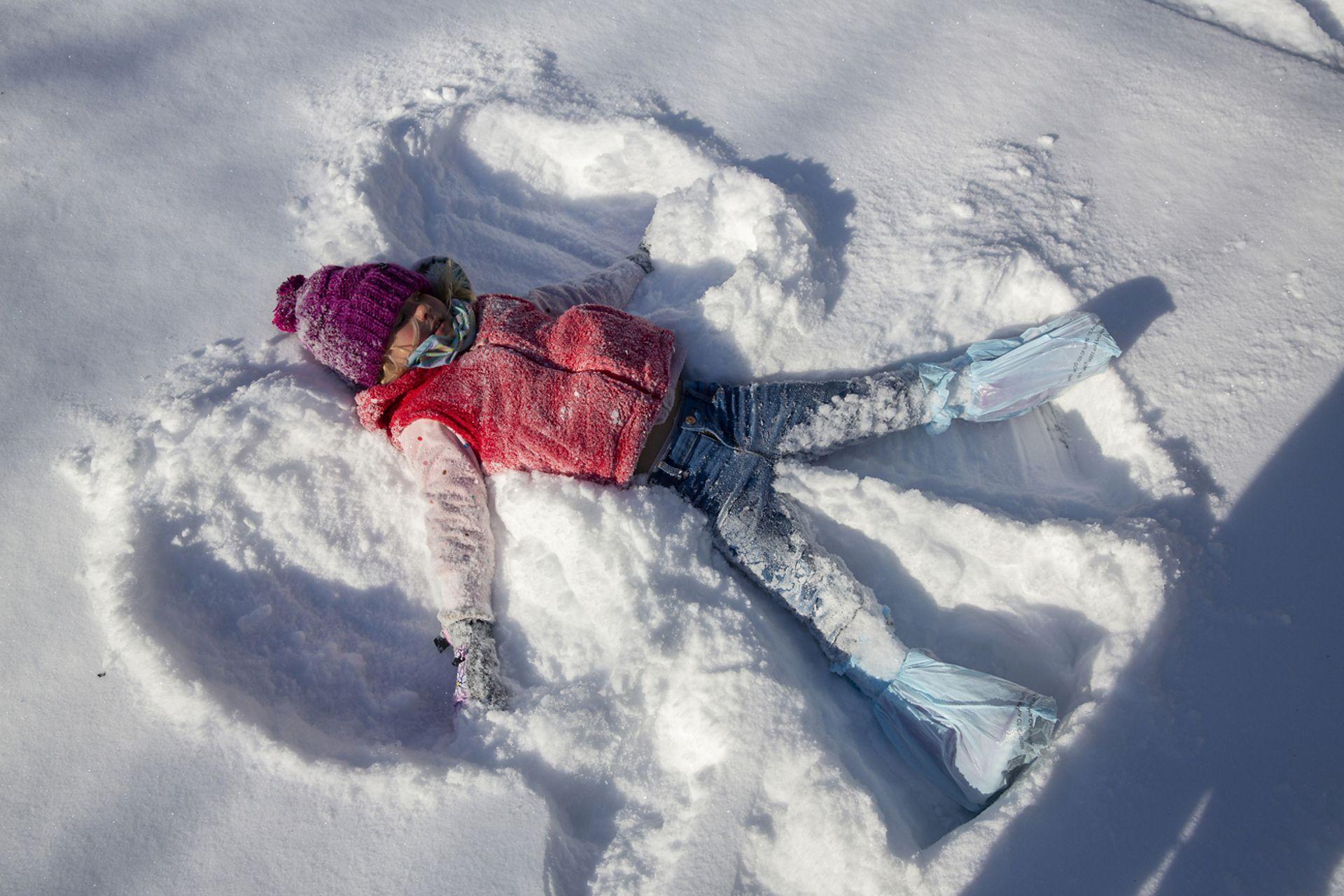 La tormenta está dejando intensas nevadas, heladas, temperaturas bajo cero y a millones de hogares sin suministro eléctrico