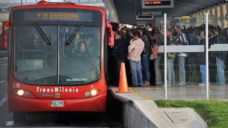Más de 2 millones de personas usan cada día el Transmilenio en Bogotá