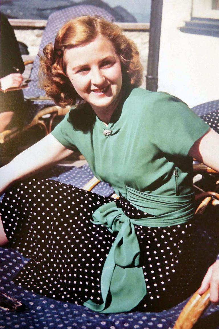 Eva Braun, la esposa de Hitler, lo acompañó en secreto tras el suicidio de su sobrina.
