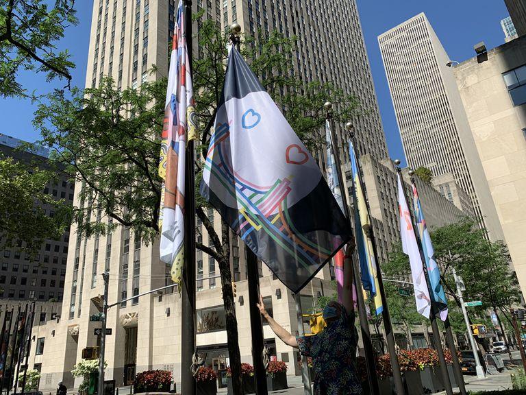Yo quiero a mi bandera: la obra de un marplatense flamea en Rockefeller Center