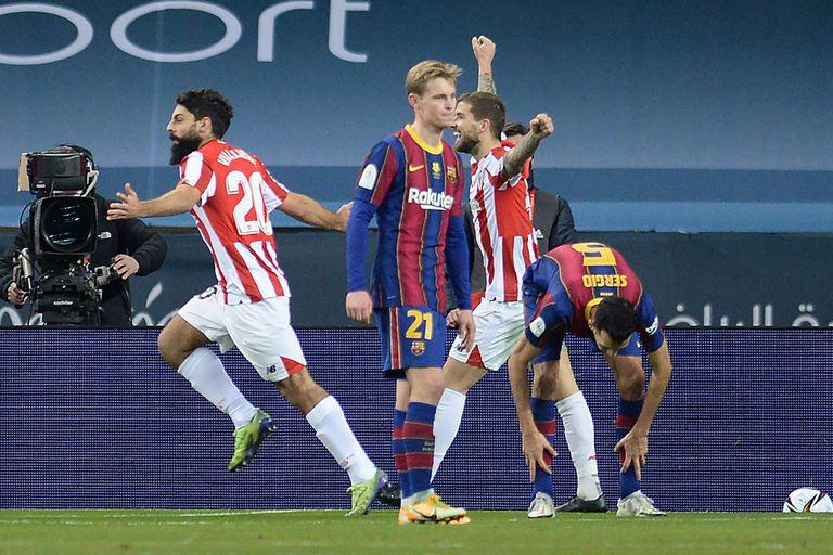 Festejo de gol para Asier Villibre; Bilbao amargó a Barcelona en la final de la Supercopa
