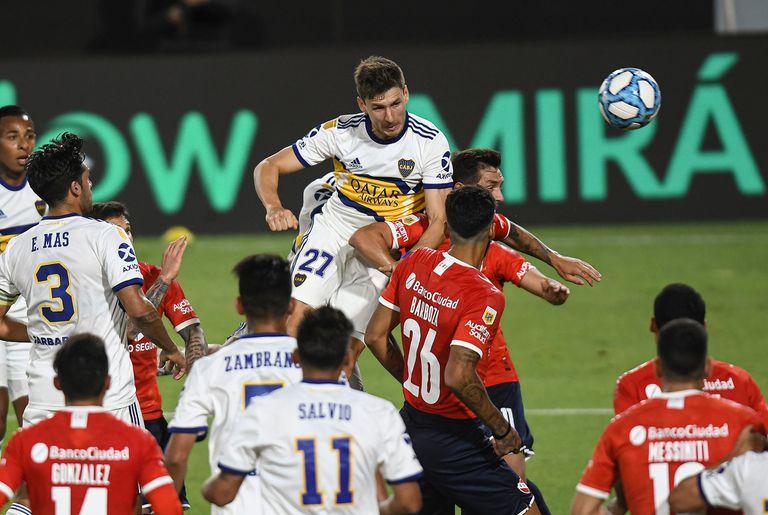 Soldano, de cabeza, anotó su tercer gol en Boca y rompió el maleficio