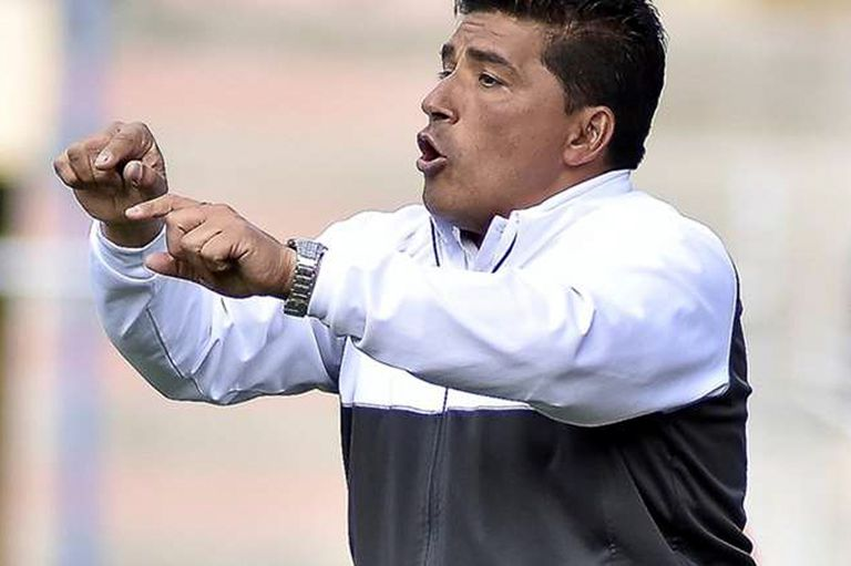 Omar Turco Asad dirijiendo San José de Oruro.