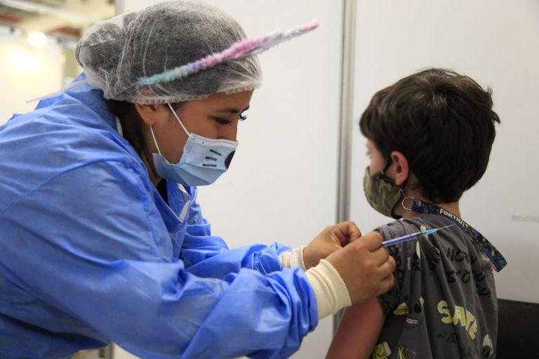 La ciudad comenzó a vacunar a los menores de entre 3 y 11 años sin factores de riesgo