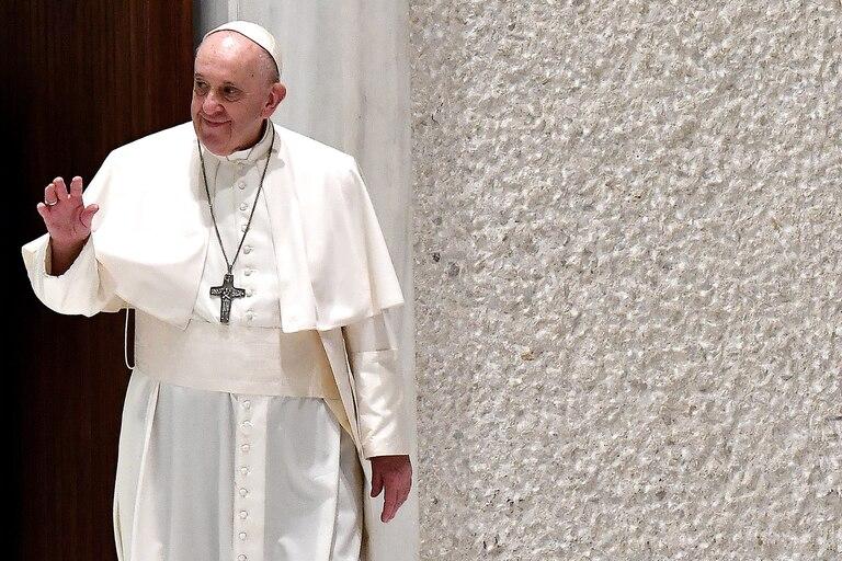"""El Vaticano investiga el """"me gusta"""" de una cuenta papal a una foto de una modelo"""