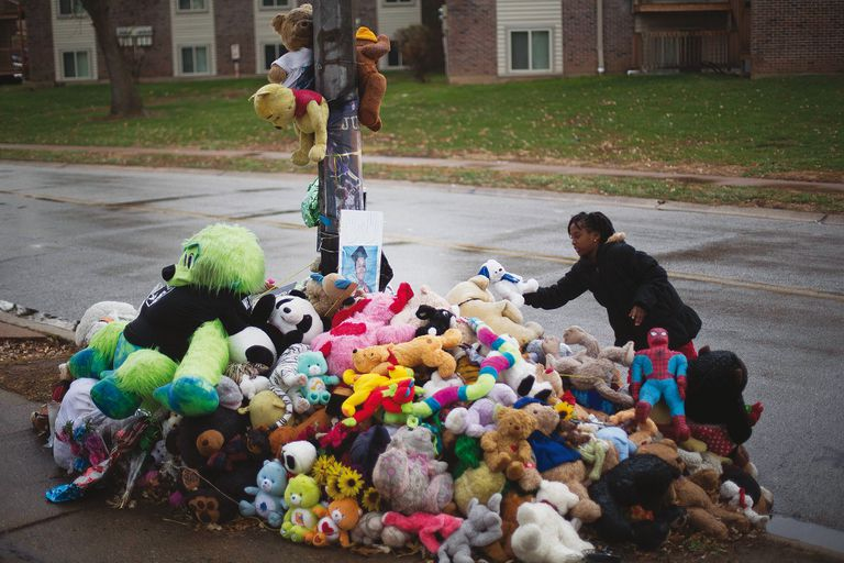 El lugar donde mataron a Michael Brown; durante las protestas, Cori salió a la calle como enfermera, a cuidar de los heridos