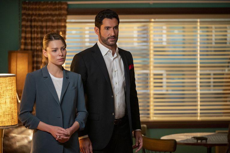 Lauren German y Tom Ellis en una escena de Lucifer, la exitosa serie que estrenó su temporada final y es uno de los títulos más vistos de Netflix