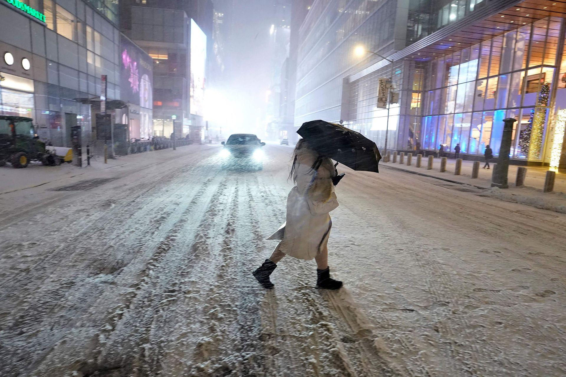 Las temperaturas han bajado drásticamente en algunas zonas del planeta lo que genera violentas tormentas de nieve que paralizan ciudades enteras; la tormenta Gail en diciembre del 2020, causó graves daños en Nueva york