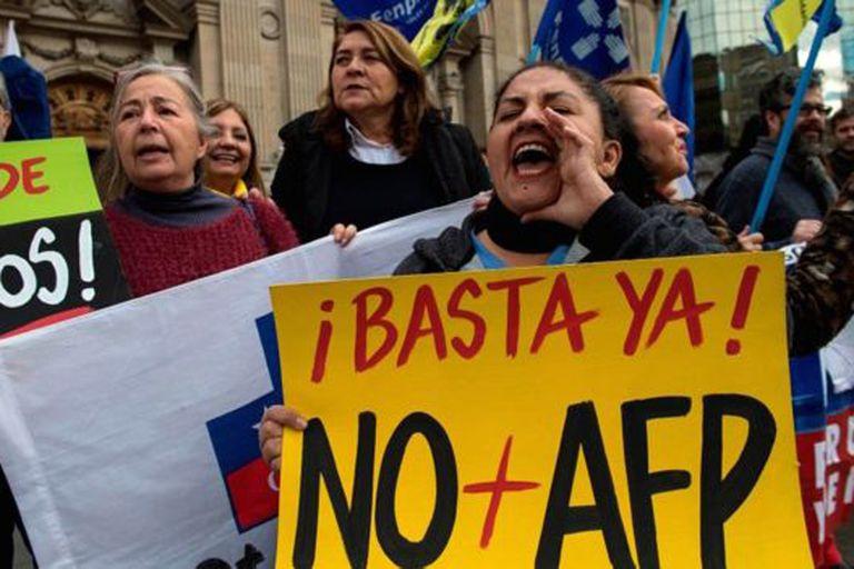 La pensión promedio de vejez en Chile es de unos US$286. Los manifestantes reclaman que no alcanza para vivir