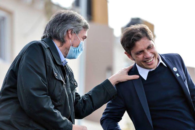 Máximo Kirchner y Axel Kicillof durante el acto de entrega de viviendas en Isla Maciel